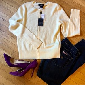 NWT Lord + Taylor cashmere yellow sweater.Size M